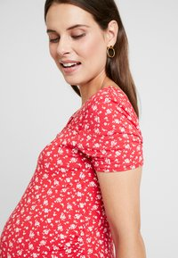 Dorothy Perkins Maternity - SQUARE NECK FLORAL - Printtipaita - red ditsy - 3