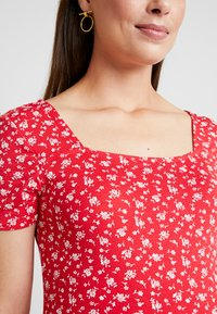 Dorothy Perkins Maternity - SQUARE NECK FLORAL - Printtipaita - red ditsy - 5