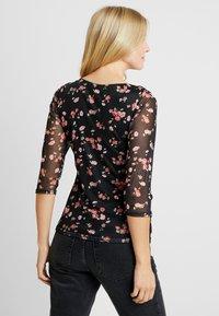 Dorothy Perkins Maternity - FLORAL RUCH WRAP - Langærmede T-shirts - black - 2