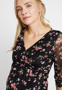Dorothy Perkins Maternity - FLORAL RUCH WRAP - Langærmede T-shirts - black - 4