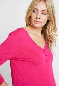 Dorothy Perkins Maternity - BUTTON DETAIL LONGSLEEVE - Long sleeved top - pink - 4