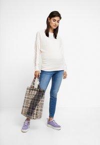 Dorothy Perkins Maternity - INSERT CUT AND SEW - Langærmede T-shirts - blush - 1