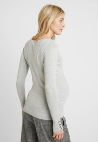 Dorothy Perkins Maternity - V NECK BUTTON CUFF - T-shirt à manches longues - grey - 2