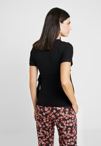 Dorothy Perkins Maternity - BALLET WRAP - Camiseta estampada - black - 2