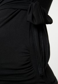 Dorothy Perkins Maternity - BALLET WRAP - Camiseta estampada - black - 6