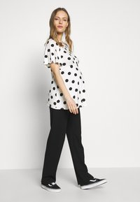 Dorothy Perkins Maternity - SLEEVE OVERSIZED SPOT - T-shirt z nadrukiem - ivory - 1