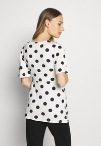 Dorothy Perkins Maternity - SLEEVE OVERSIZED SPOT - T-shirt z nadrukiem - ivory - 2