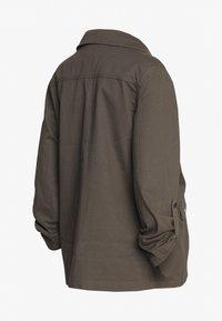 Dorothy Perkins Maternity - RELAXED SHACKET - Summer jacket - khaki - 1