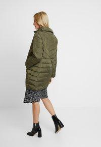 Dorothy Perkins Maternity - SUSTAINABLE LEAD IN LONG PADDED - Short coat - khaki - 2