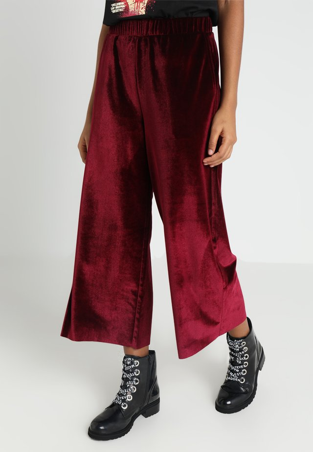 ABEL TROUSERS - Stoffhose - blood red