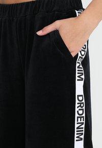Dr.Denim - ABEL TROUSERS - Spodnie materiałowe - black velvet logo - 4