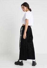 Dr.Denim - ABEL TROUSERS - Spodnie materiałowe - black velvet logo - 2