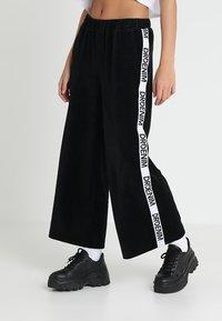 Dr.Denim - ABEL TROUSERS - Spodnie materiałowe - black velvet logo - 0