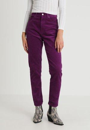 NORA - Spodnie materiałowe - magenta purple