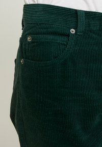 Dr.Denim - NORA - Pantalones - deep green - 6