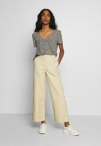 Dr.Denim - TUVA WORKER PANTS - Trousers - desert - 1