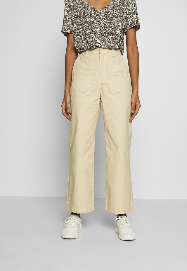 TUVA WORKER PANTS - Trousers - desert