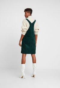 Dr.Denim - VIDA PINAFORE DRESS - Denní šaty - deep green - 2