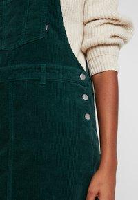 Dr.Denim - VIDA PINAFORE DRESS - Denní šaty - deep green - 5