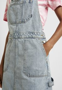 Dr.Denim - HANAE PINAFORE DRESS - Denim dress - downtown blue - 6
