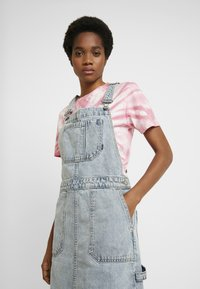 Dr.Denim - HANAE PINAFORE DRESS - Denim dress - downtown blue - 4