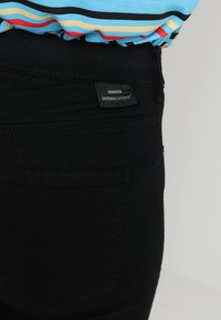 Dr.Denim - PLENTY - Farkkuleggingsit - black