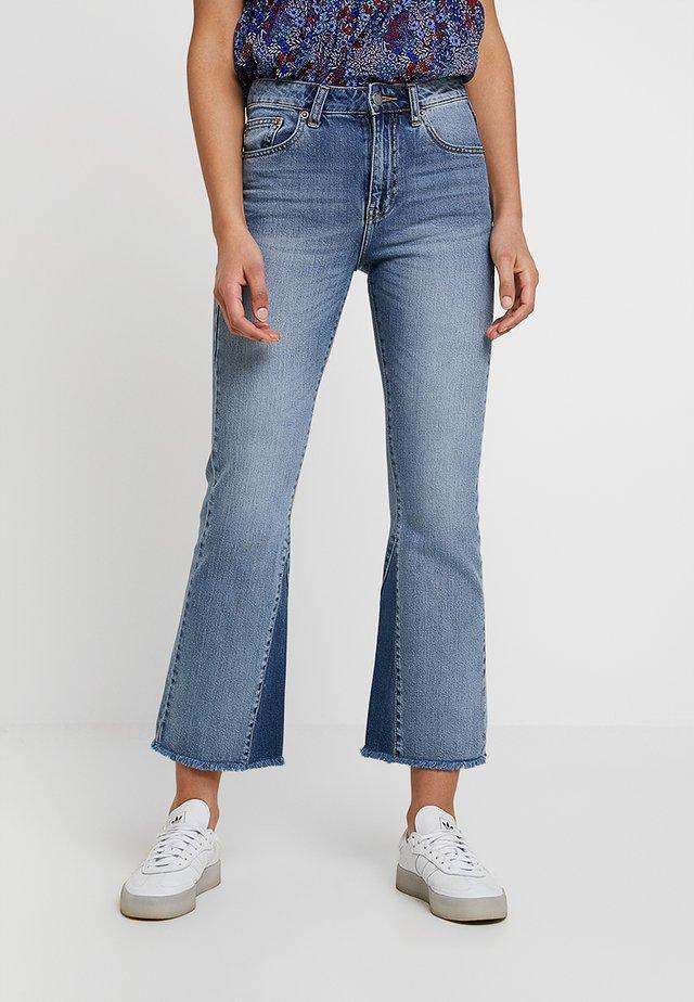 GENESIS - Flared Jeans - stone blue denim