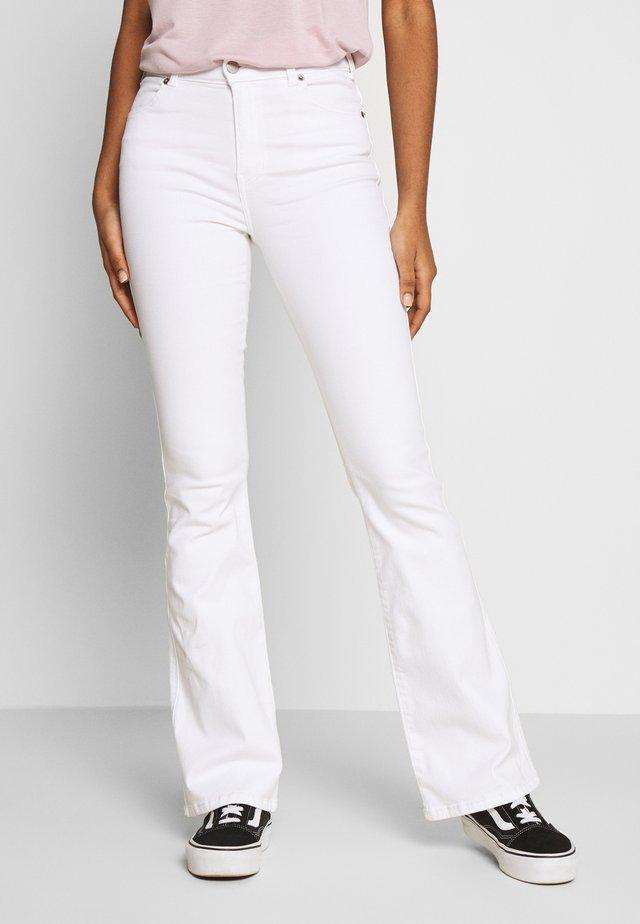 SONIQ - Jeans Bootcut - white