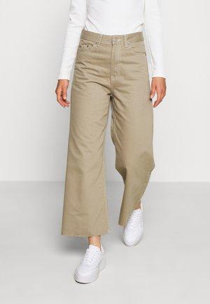 AIKO - Jeans a zampa - green agate