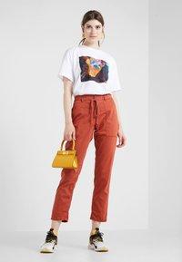 DRYKORN - BAD - Spodnie materiałowe - orange - 1