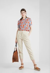 DRYKORN - LEVEL - Trousers - creme - 1