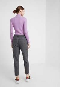 DRYKORN - FIND - Pantaloni - grey/black - 2