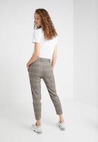 DRYKORN - FIND - Trousers - brown/turquoise - 2
