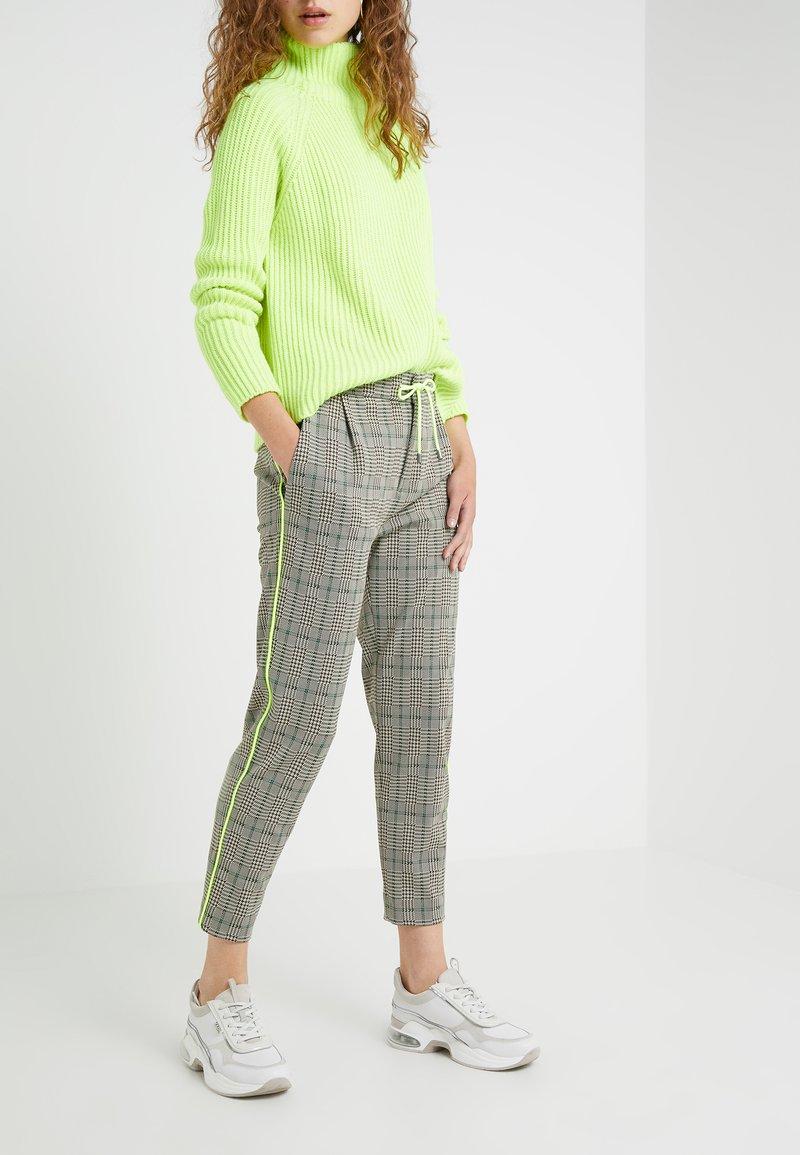 DRYKORN - LEVEL - Kalhoty - check neon