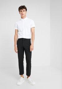 DRYKORN - SIDE - Spodnie materiałowe - black - 1