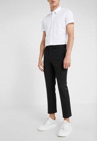 DRYKORN - SIDE - Spodnie materiałowe - black - 0