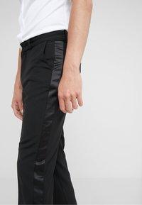 DRYKORN - SIDE - Spodnie materiałowe - black - 4