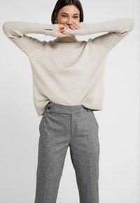 DRYKORN - BEGIN - Bukse - mottled grey - 3