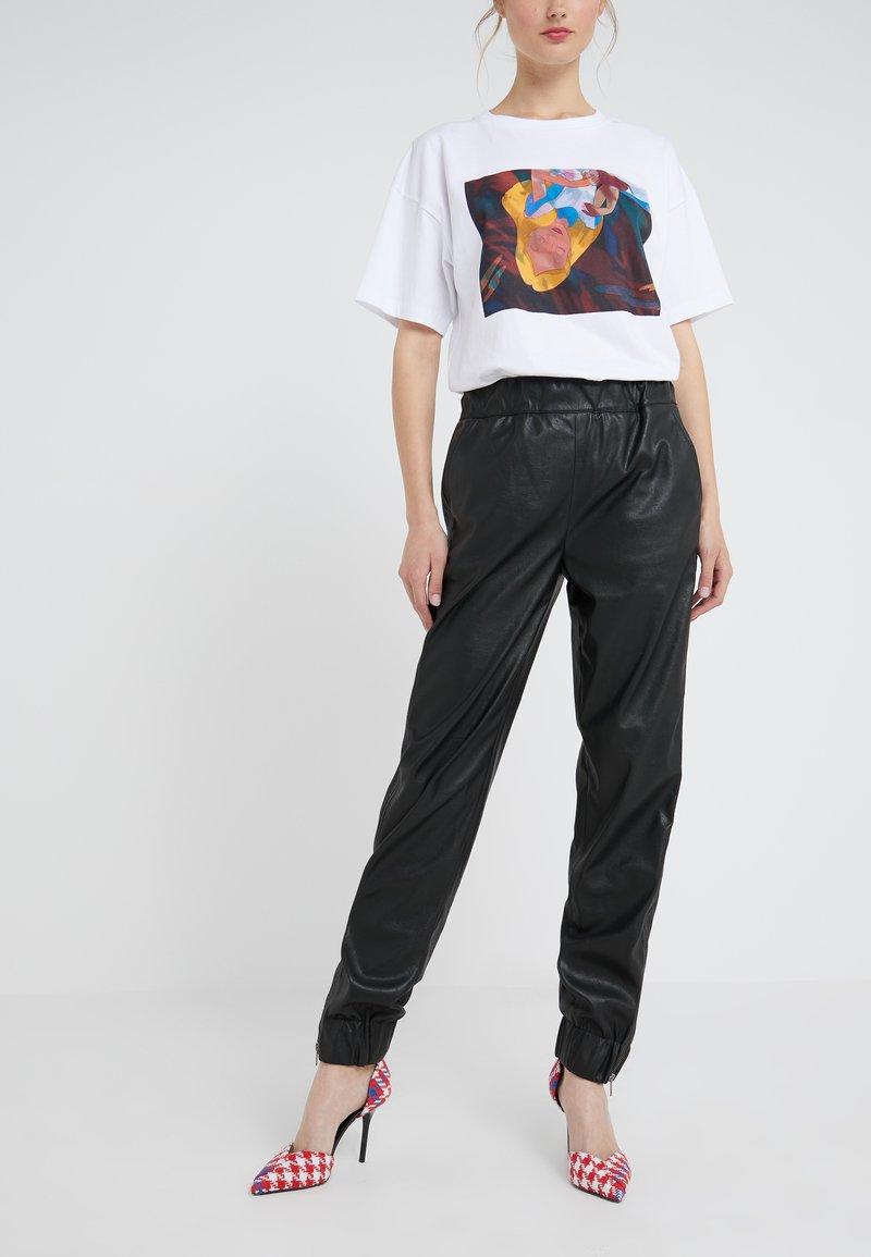 DRYKORN - ROPE - Kalhoty - black