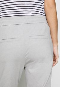 DRYKORN - LEVEL - Trousers - silver - 5