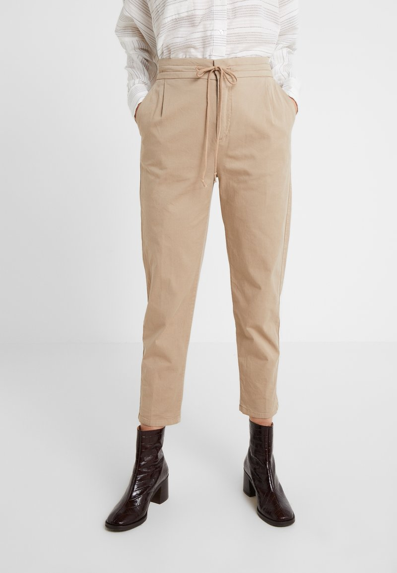 DRYKORN - LEVEL - Trousers - sand