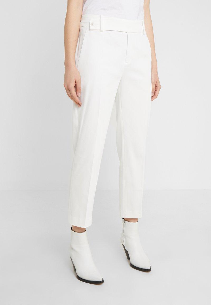 DRYKORN - BEGIN - Kalhoty - white