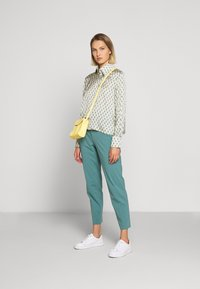DRYKORN - JOB - Trousers - turquoise - 1