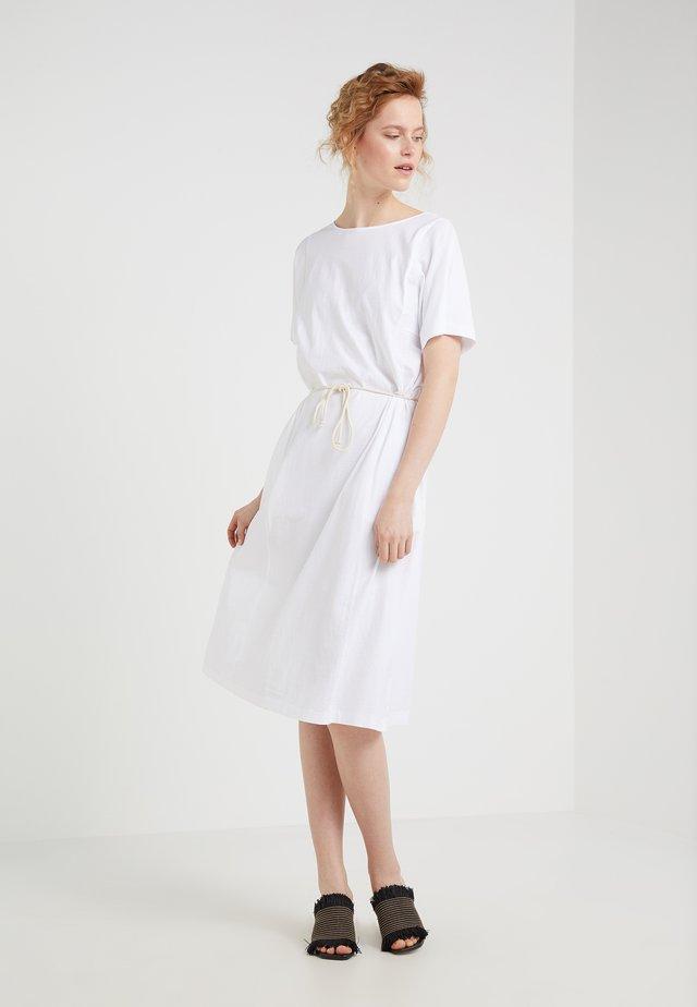 JULEY - Sukienka z dżerseju - white