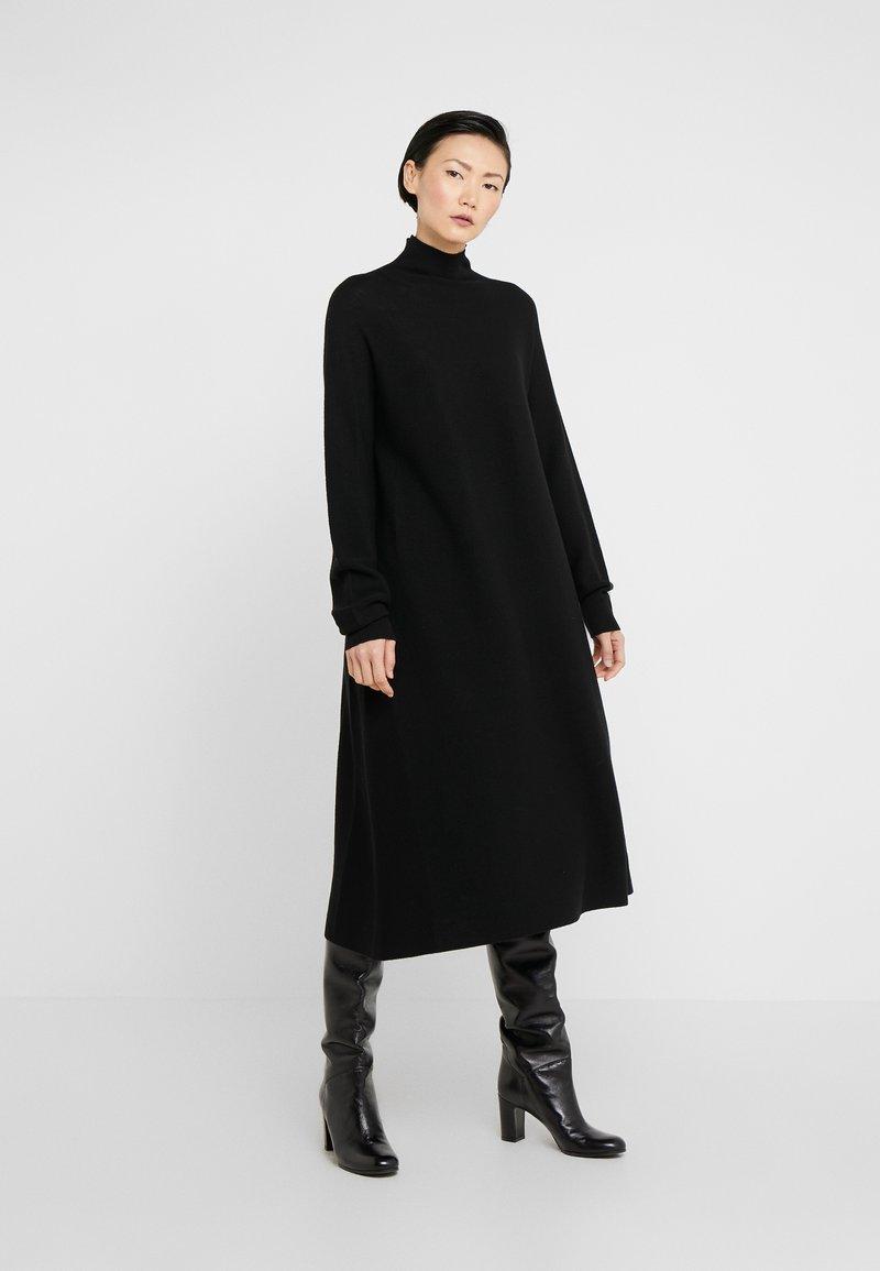 DRYKORN - AURELA - Pletené šaty - schwarz