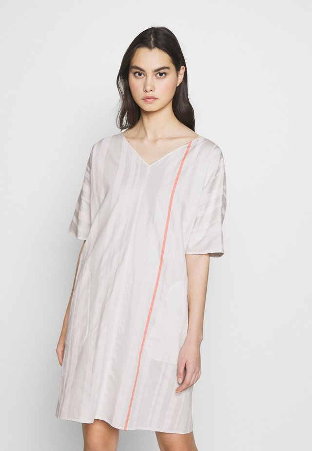 HEDDA - Korte jurk - nude