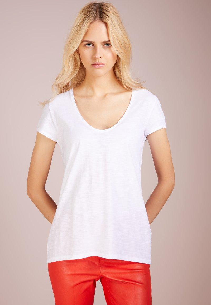 DRYKORN - AVIVI - Jednoduché triko - white