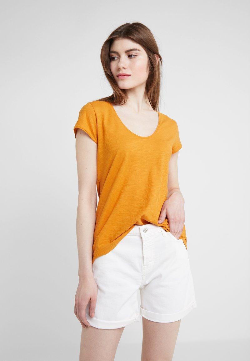 DRYKORN - AVIVI - T-Shirt basic - curry