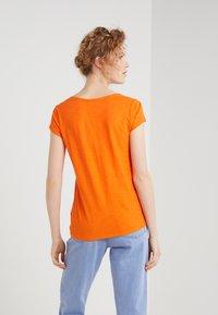 DRYKORN - AVIVI - T-shirt basique - bright orange - 2