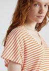 DRYKORN - SVANA - T-Shirt print - orange